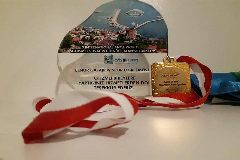 """Azadlıq filialının əməkdaşı Elnur Qafarovun tələbəsi """"3-cü ANCA Dünya Otizm Festivali""""-da  keçirilən velosiped yarışlarında birincilik qazandı."""