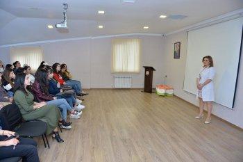 """""""Loqos""""-da """"Süd vəzi xərçəngi ilə mübarizə ayı""""-nın son günündə  seminar və konsultasiyalar həyata keçirildi."""
