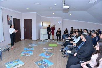 """Klinik psixoloq Sona Davudovanın təqdimatında """"Özünü gözardı etmə"""" mövzusunda seminar keçirildi."""