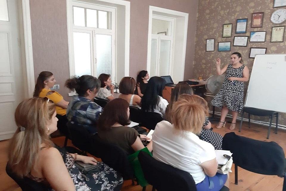 """Gəncə filialında """"Çətin tərbiyə olunan uşaqların cəmiyyətə psixoloji inteqrasiyası"""" mövzusunda seminar keçirildi."""