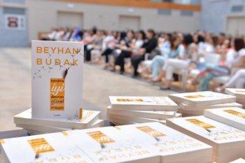 """""""Kendine iyi davran, güzel insan"""" kitabının müəllifi klinik psixoloq Beyhan Budakla imza günü keçirildi."""