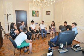 Klinik psixoloqu Şahin Əliyevin rəhbərliyi ilə yeniyetmələr üçün qrup terapiyası keçirildi.
