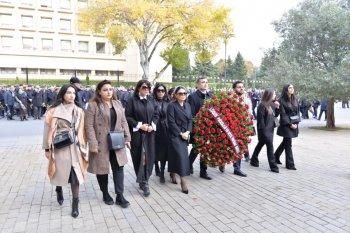 """""""Loqos""""un rəhbəri və işçi heyəti Ümummilli lider Heydər Əliyevin anım günün də məzarını ziyarət etdilər."""